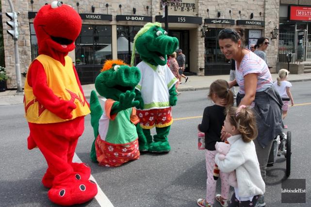 Les mascottes prendront à nouveau d'assaut la rue... (archives La Voix de l'Est)