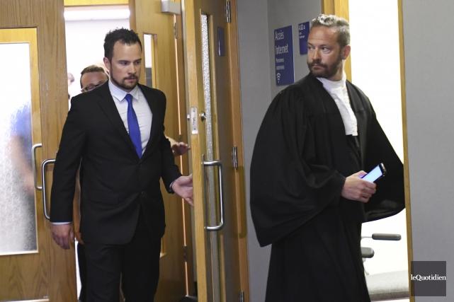 Philippe Lajoie et son avocat, Me Dominic Bouchard,... (Le Quotidien, Michel Tremblay)