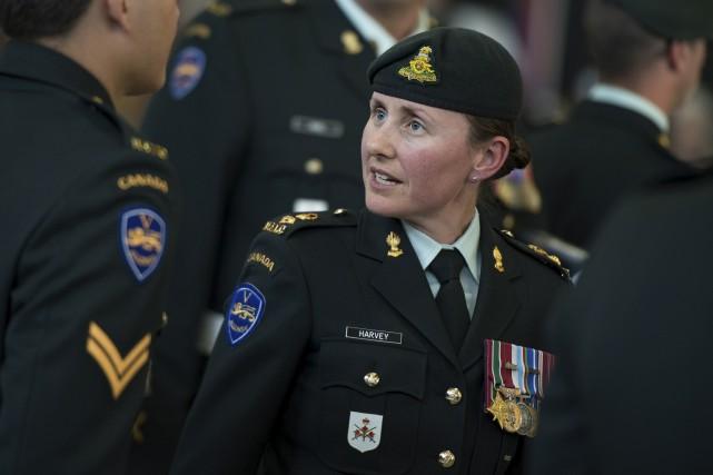 La commandante Marie-Christine Harvey prend la tête d'un... (Courtoisie, Sgt Marc-André Gaudreault, Section imagerie Valcartier)
