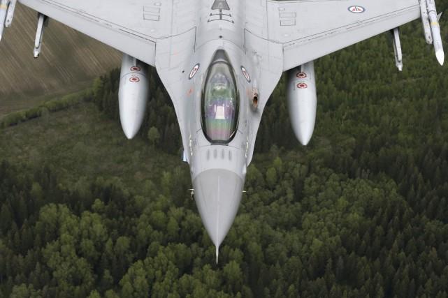 Un chasseur F-16 de l'OTAN.... (REUTERS)