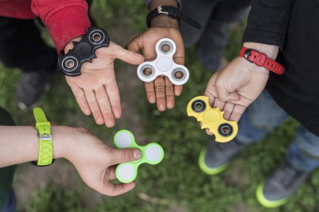 Le fidget spinnerest présenté comme le jouet de... (PHOTO AP)