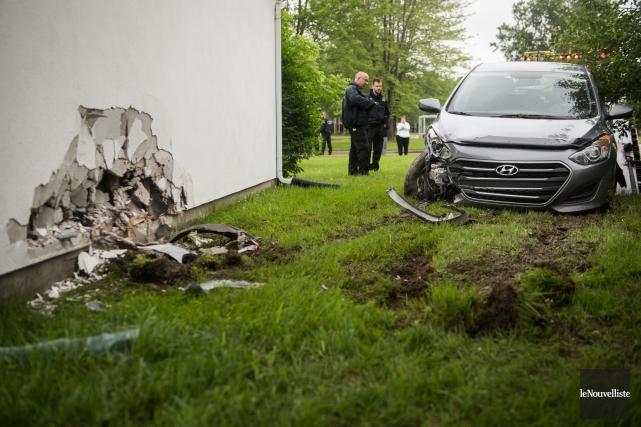 Réveil brutal pour une famille à Trois-Rivières. Un chauffard ivre percute leur... (Photo François Gervais Le Nouvelliste)