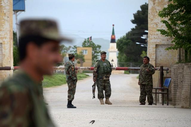 Choisir des uniformes au camouflage standard, comme ceux... (PHOTO AFP)
