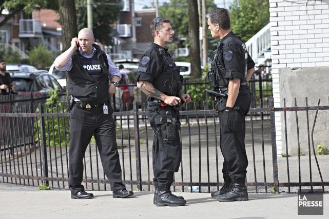 Une opération policière en lien avec l'attaque au... (PHOTO PATRICK SANFACON, LA PRESSE)