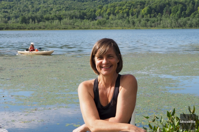 Anne Joncas, présidente de l'ACBVLB, aux abords du... (archives La Voix de l'Est)