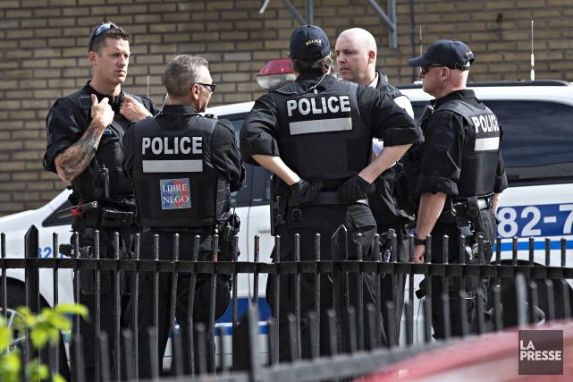 Les policiers du SPVM ont interpellé trois individus,... (Photo Patrick Sanfaçon, La Presse)
