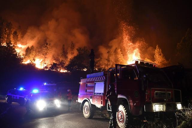 L'incendie qui s'était déclaré samedi près de Gois... (AFP)