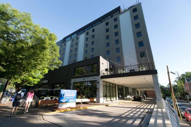 À Charlottesville, une seule rue sépare l'hôtel TheGraduate... (Photo François Roy, La Presse)