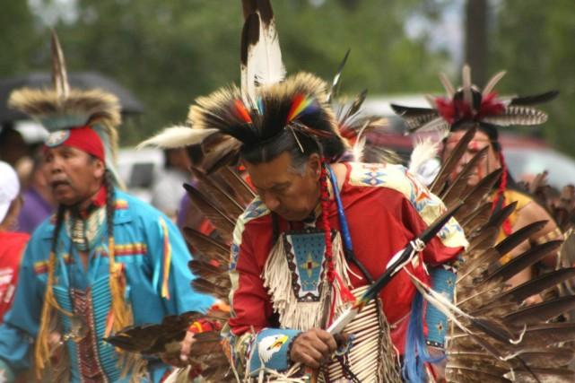 Tous les week-ends de l'été, jusqu'à la mi-septembre,... (Photo tirée du site du pow-wow de Kahnawake)