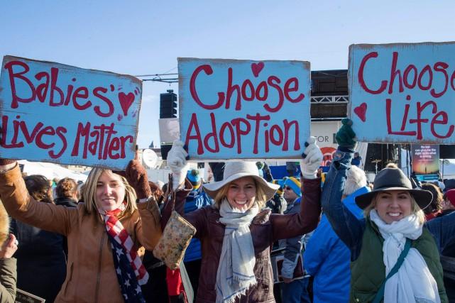 Des militantes anti-avortement participent à une «Marche pour... (ARCHIVES AFP)