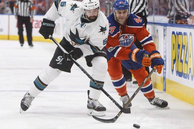 David Schlemko (5) et Zack Kassian bataillant pour... (Archives La Presse canadienne, Jason Franson)
