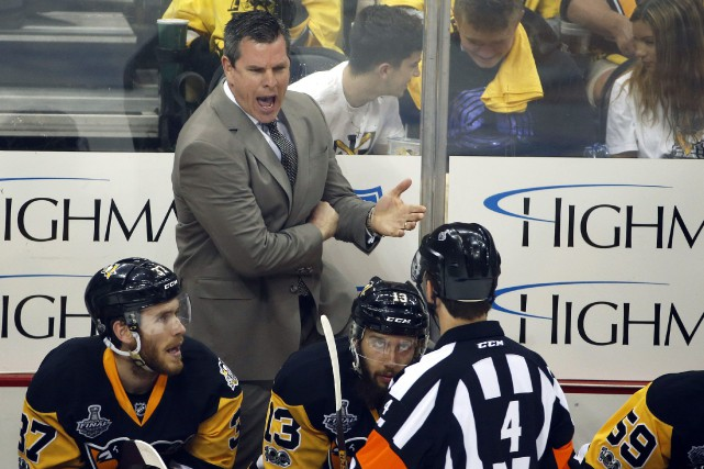 L'entraîneur-chef des Penguins de Pittsburgh, Mike Sullivan, avait... (PHOTO ARCHIVES AP)