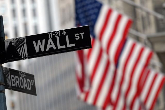 L'indice vedette à Wall Street, leDow Jones, a subi un revers majeur vendredi,... (PHOTO TIMOTHY A. CLARY, ARCHIVES AGENCE FRANCE-PRESSE)