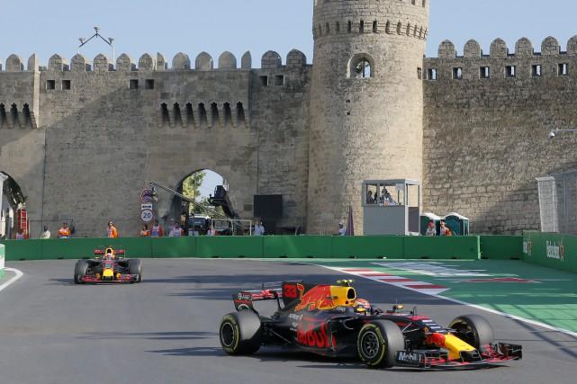 Daniel Ricciardo et Max Verstappen, de l'écurie Red... (Photo Efrem Lukatsky, AP)