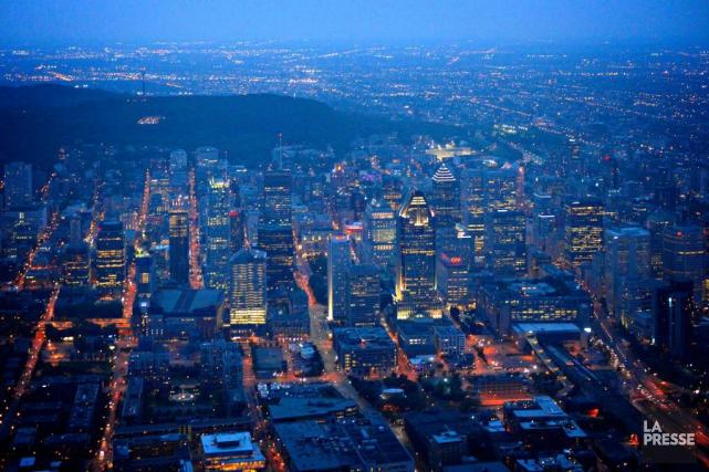 La nuit, Montréal ne s'arrête pas. Une multitude... (PHOTO BERNARD BRAULT, ARCHIVES LA PRESSE)