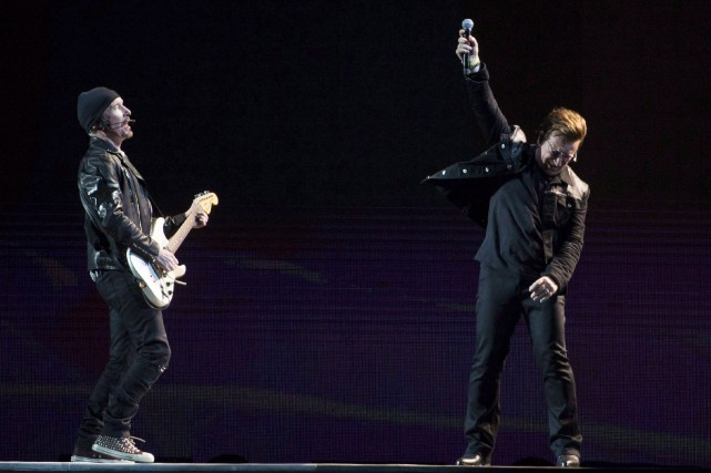 Bono et the Edge lors de l'ouverture de... (Photo Jonathan Hayward, archives La Presse canadienne)