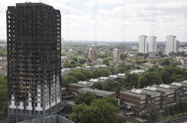 La tour Grenfell a été détruite par le feu... (PHOTO FRANK AUGSTEIN, ARCHIVES ASSOCIATED PRESS)