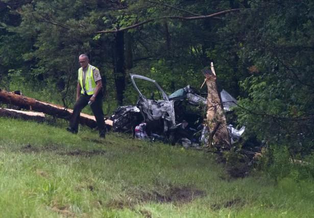 Un véhicule s'est écrasé contre un arbre sur... (Spectre Média, Maxime Picard)