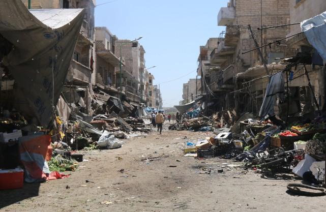 L'attentat a fait au moins 30 blessés, en... (Photo Mohamed al-Bakour, AFP)