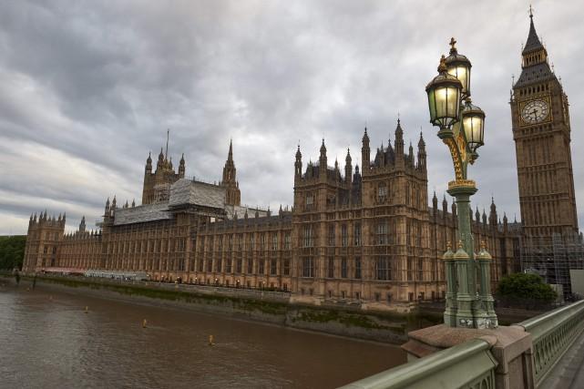 Le parlement britannique a bloqué samedi l'accès depuis l'extérieur à ses... (Archives AFP, Niklas Halle'n)