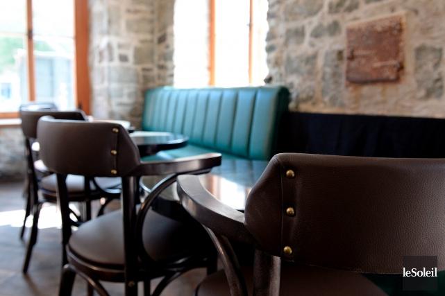 Les gestionnaires de la nouvelle taverne Louise Taverne... (Le Soleil, Erick Labbé)