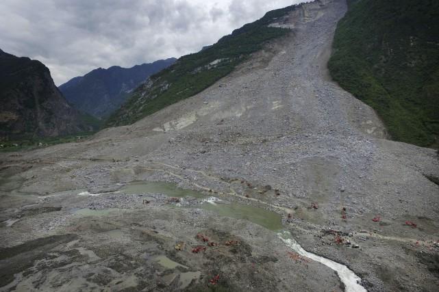 Sur des images aériennes, le village de Xinmo... (AFP)