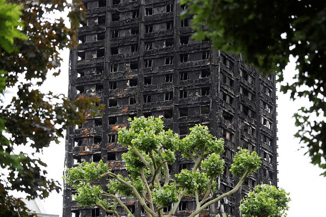 Un incendie a dévasté la tour Grenfell à... (PHOTO PETER NICHOLLS, REUTERS)