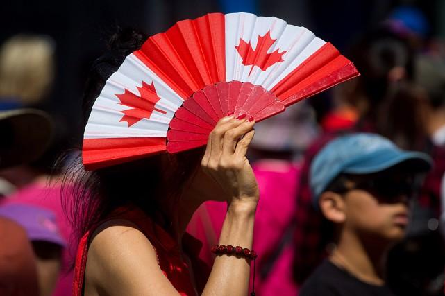 Une majorité de Canadiens croient que les facteurs à l'origine des vagues... (PHOTO DARRYL DYCK, ARCHIVES LA PRESSE CANADIENNE)