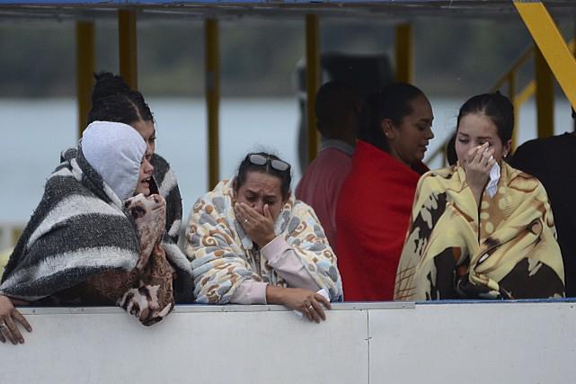 Des rescapés étaient sous le choc après le... (AP, Luis Benavides)