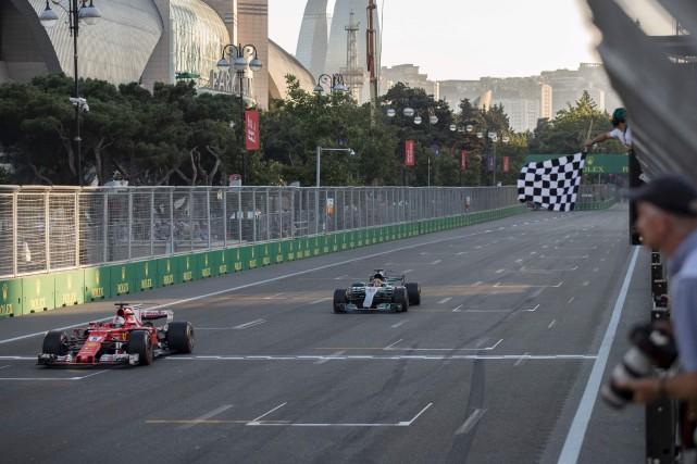 Lewis Hamilton et Sebastian Vettel, qui dominent le... (AFP, Valdrin Xhemaj)