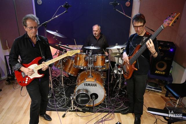 Michel Cusson (guitare), Paul Brochu (batterie) etAlain Caron... (PHOTO MARTIN CHAMBERLAND, LA PRESSE)