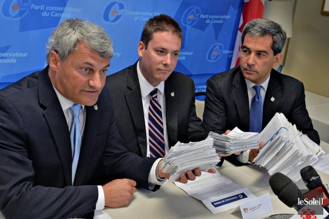 Le député de Louis-Saint-Laurent, Gérard Deltell (à gauche),... (Le Soleil, Patrice Laroche)