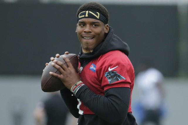 Cam Newton doit prendre part au camp d'entraînement... (Photo Chuck Burton, AP)