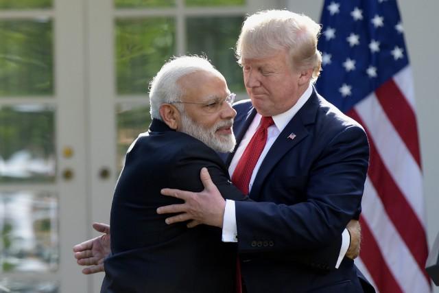 Donald Trump et Narendra Modi ont échangé une... (PHOTO AP)