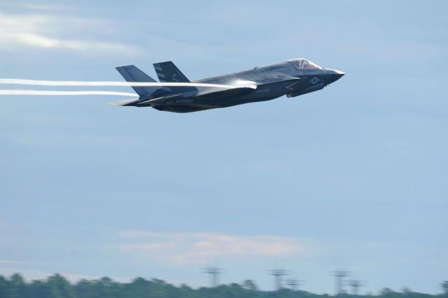 Un F-35... (PHOTO ARCHIVES AFP/US AIR FORCE)