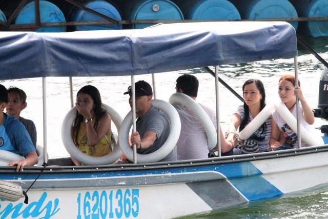 Une embarcation avec 170 personnes à bord a... (PHOTO AP)