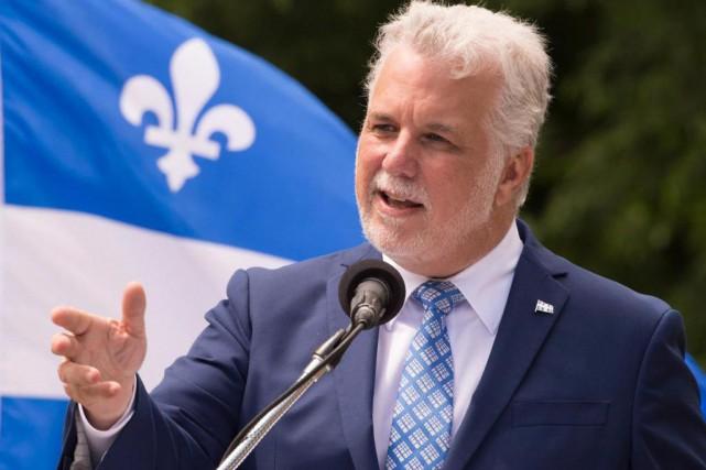 Philippe Couillard entend poursuivre la discussion sur sa... (Archives La Presse canadienne, Jacques Boissinot)