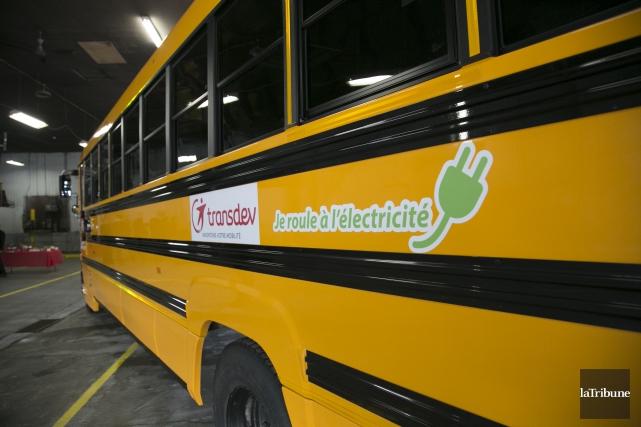 Les premiers autobus scolaires électriques sont entrés en... (Archives La Tribune, René Marquis)