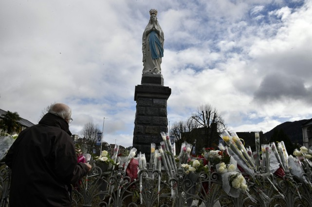 La statue de la Vierge Marie à Lourdes.... (PHOTO ARCHIVES AFP)