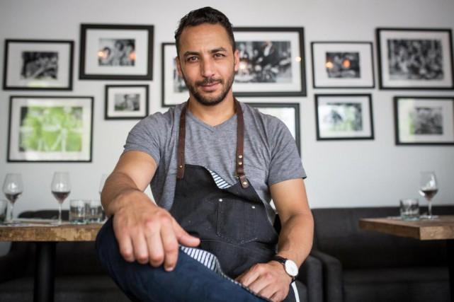 Le chef Hakim Chajar dans son nouveau restaurant,... (PHOTO SIMON GIROUX, LA PRESSE)