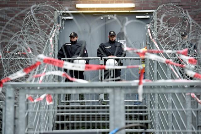 Plus de 15 000 policiers venus de toute... (PHOTO REUTERS)