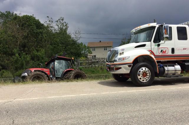 Une voie a été retranchée, mardi midi, sur l'autoroute 410 à Sherbrooke,... (Spectre Média, Stéphanie Vallières)