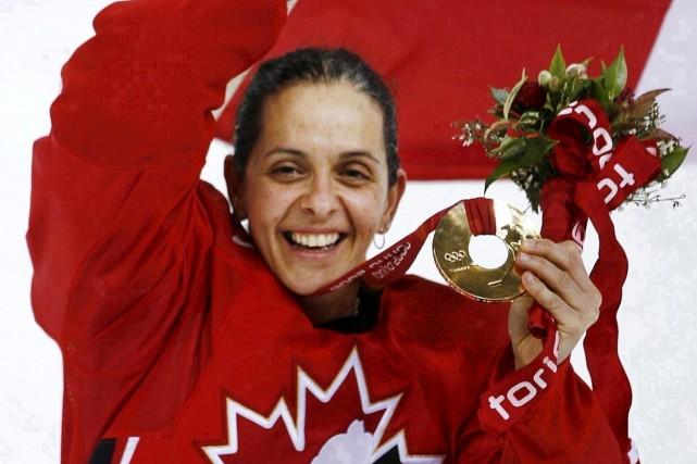 Danielle Goyette avec sa deuxième médaille d'or olympique,... (archives La Presse canadienne)