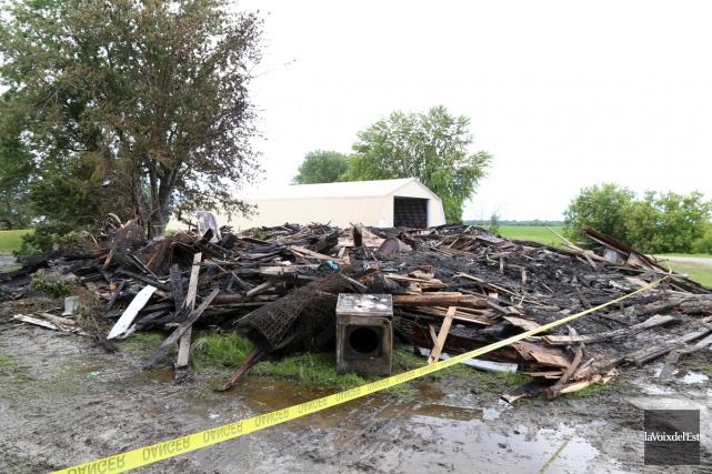 Un incendie a complètement détruit une maison de... (Janick Marois, La Voix de l'Est)