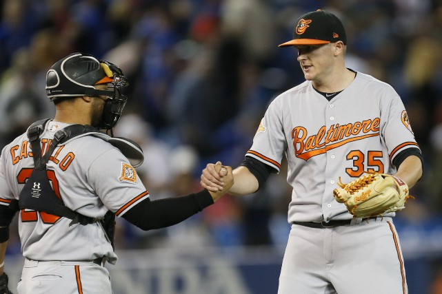 Welington Castillo et Brad Brach... (Photo John E. Sokolowski, USA TODAY Sports)