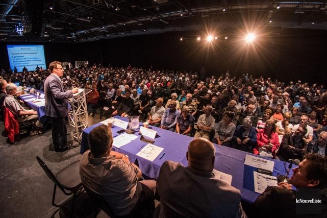 Environ 800 personnes se sont rassemblées à Espace... (François Gervais, Le Nouvelliste)
