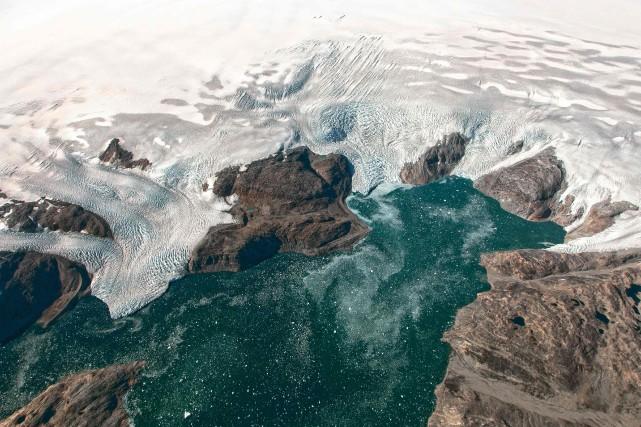 Au total, le Groenland a perdu quelque 4000... (PHOTO ARCHIVES AFP/NASA)