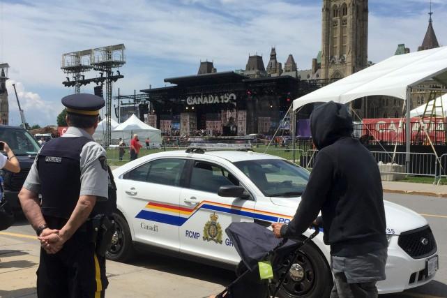 La sécurité est renforcée aux abords du parlement... (AFP, Michel Comte)