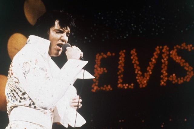 Elvis Presley en 1972... (PHOTO ARCHIVES AP)