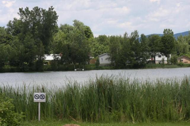Le lac Bleu, à L'Ange-Gardien... (photo Alain Dion, archives La Voix de l'Est)
